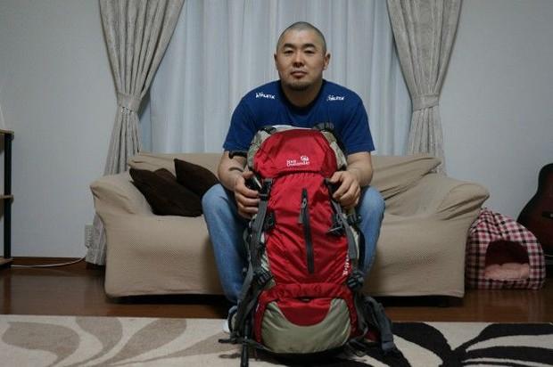 Rodrigo Sumikawa tem uma mochila preparada para uma emergência  (Foto: Arquivo pessoal/BBC)