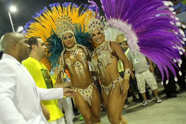 Mayra Cardi e Scheila Carvalho no Rio (Foto: Marcos Ferreira/Fotorio News)