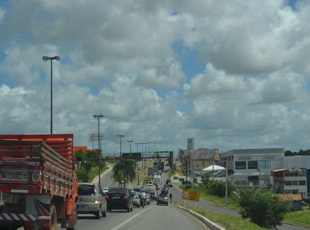 Congestionamento na saída da capital sergipana (Foto: Marina Fontenele/G1 SE)