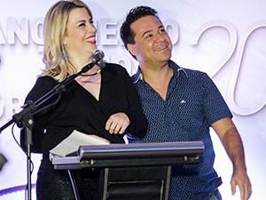 Apresentadora Erica Salazar e Marcelo Honorato no lançamento da programação em Juiz de Fora (Foto: Mauro Marques)