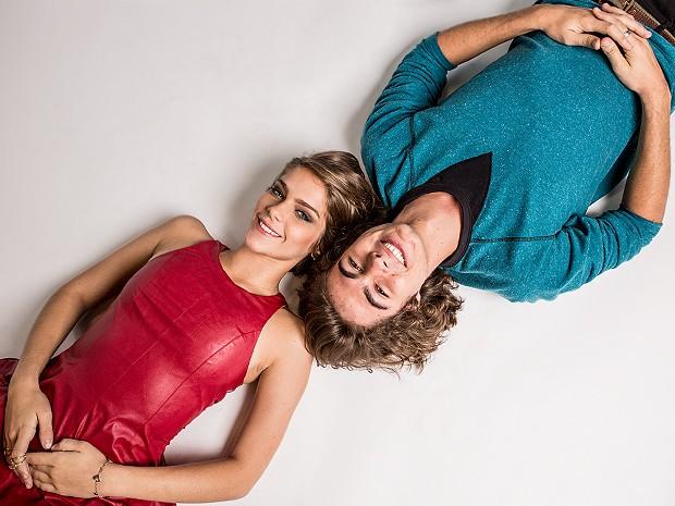 Com um figurino de arrasar, Isabella Santoni e Rafael Vitti posam para ensaio especial (Foto: Fábio Rocha / Gshow)