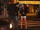 Sabrina Sato janta com o namorado depois de pré-estreia