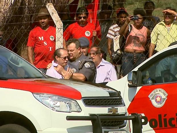 Jornalista conta que tentava se aproximar dos manifestantes quando foi agredido (Foto: Reprodução/EPTV)