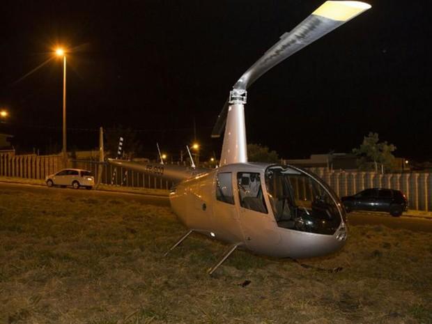 No local onde o helicóptero pousou há fios de alta tensão (Foto: Alex Pelicer/Gazeta de Rio Preto)