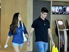Jessika Alves passeia com namorado em shopping