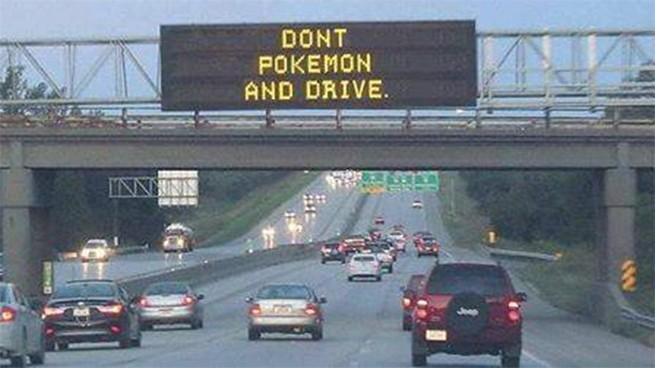 A polícia americana avisou: não jogue Pokémon e dirija ao mesmo tempo (Foto: Reprodução)
