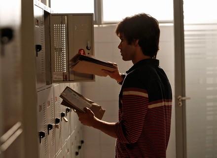 Fabinho rouba dinheiro do armário de Jonatas para incriminar o boy