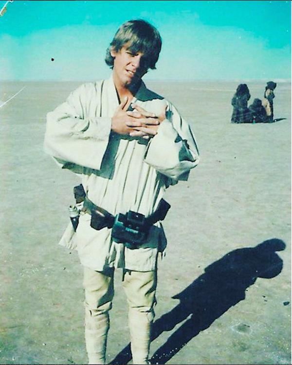 O ator Mark Hamill como Luke Skywalker em foto no set de Star Wars: Uma Nova Esperança (1977) (Foto: Instagram)