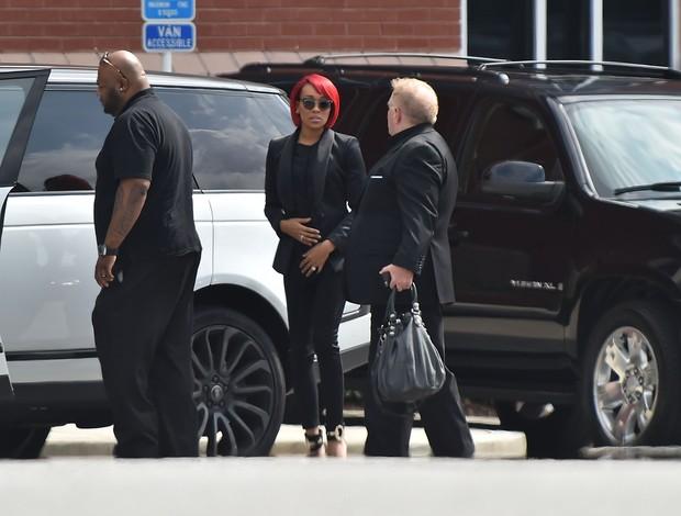 Cantora Monica chega para o funeral de Bobbi Kristina (Foto: Paras Griffin / GETTY IMAGES NORTH AMERICA / AFP)