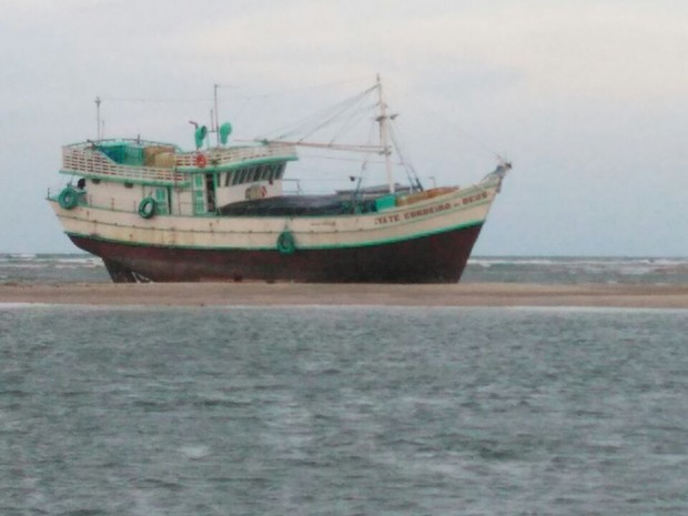 Navio transportava material contrabandeado do Suriname (Foto: Divulgação/ Polícia Militar)