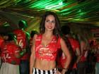 Na Sapucaí, Alinne Rosa mostra realmente o que é barriga 'negativa'