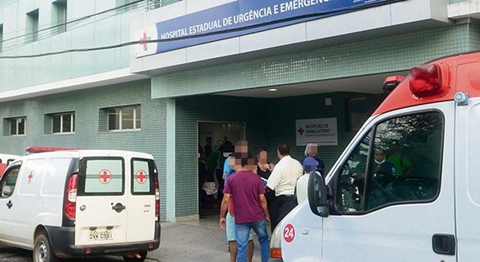 Assaltantes foram socorridos pela polícia para o Hospital São Lucas, em Vitória (Foto: Ricardo Medeiros/ A Gazeta)