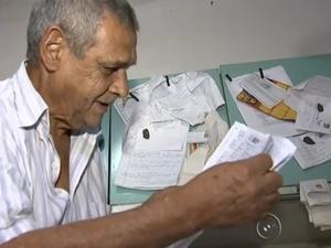 Costume adquirido na prisão, João deixa provas penduradas (Foto: Reprodução/TV TEM)