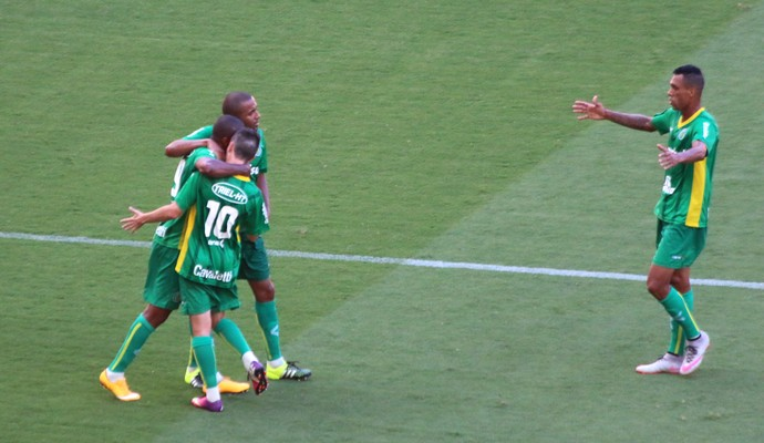 Jogadores do Ypiranga vibram com gol de empate, marcado por Wesley Santos (Foto: Diego Guichard)
