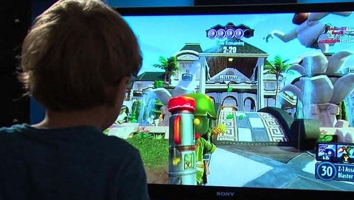Acessando a conta do pai, Kristoffer podia jogar o que quisesse no Xbox One (Foto 10news.com)