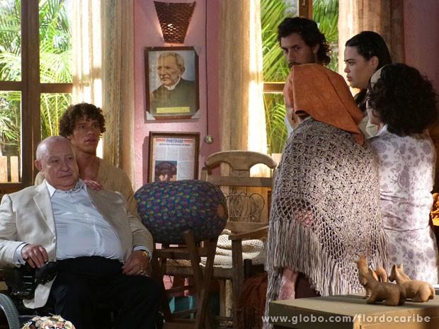 Veridiana tenta impedir Dionísio de se aproximar de Candinho (Foto: Flor do Caribe / TV Globo)