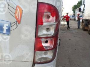 Ônibus da banda Sem Retoque apedrejado (Foto: Sem Retoque/Assessoria)