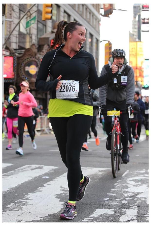 Candice Huffine correndo por Nova York (Foto: Instagram/Reprodução)
