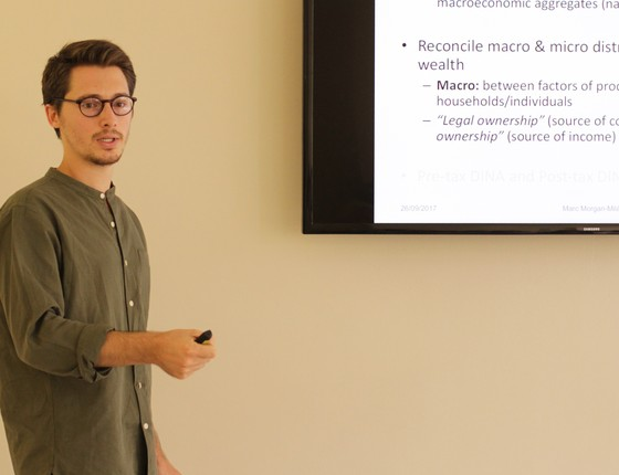 O economista irlandês Marc Morgan Milá durante passagem pelo Brasil, em setembro. Ele defende uma regulamentação sobre rendimentos financeiros para reduzir a desigualdade no país (Foto: Vitória Greve )
