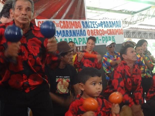 Mestres e artesãos comemoraram o reconhecimento do ritmo como patrimônio cultural (Foto: Luana Laboissiere / G1)