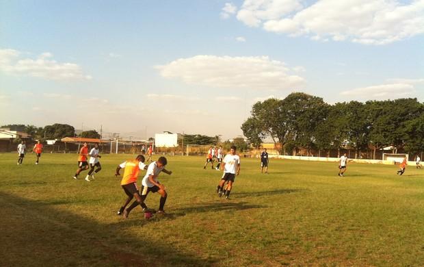 Treino do Nacional de Uberaba, que disputa a Segunda Divisão do Mineiro (Foto: Luiz Vieira / GLOBOESPORTE.COM)