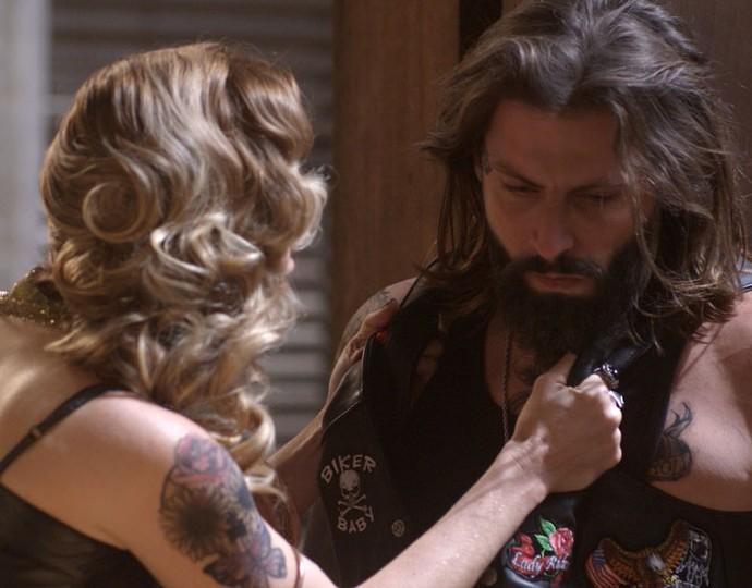 Lenita fala poucas e boas e coloca Ralf no chinelo (Foto: TV Globo)