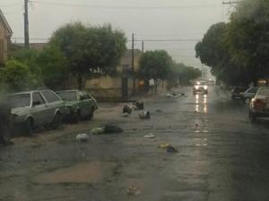 Lixo ficou espalhado pelas ruas de nova granada (Foto: Divulgação/ Arquivo Pessoal)