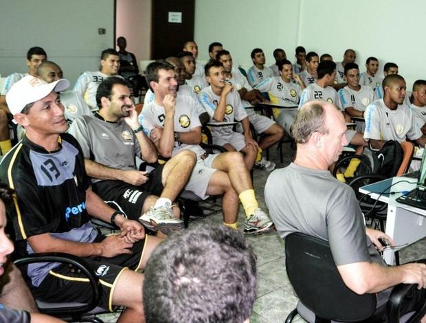 Jogadores do Joseense conferem planejamento da temporada (Foto: Daniel Mello/ Divulgação)
