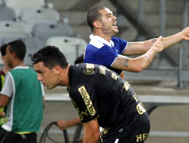 Nilton gol Cruzeiro x Botafogo (Foto: Paulo Fonseca / Ag. Estado)