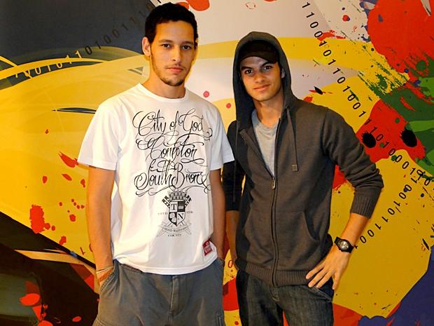Gaspar Cohen ensinou o ator Daniel Blanco a grafitar (Foto: Malhação / TV Globo)