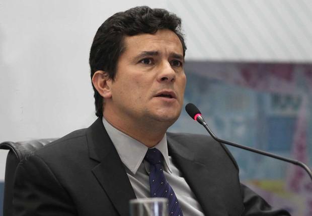 Bolsonaro 'tieta' Sérgio Moro e reação de juiz viraliza na internet — Vídeo