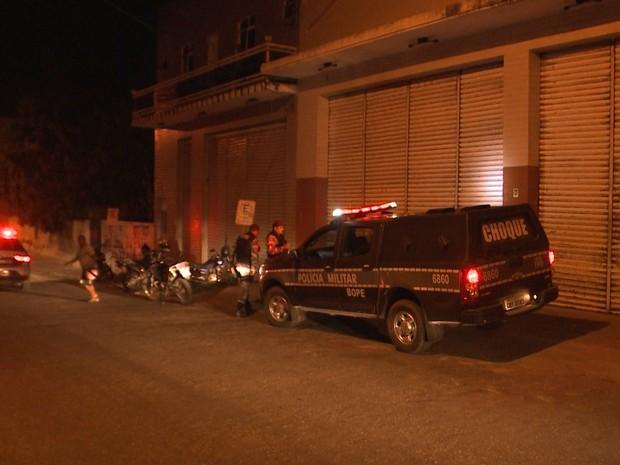 Polícia foi até a pousada e registrou o assalto aos jogadores do Sousa, no Sertão paraibano (Foto: Beto Silva/TV Paraíba)