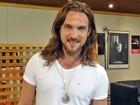 Com cabelo mais longo, Igor Rickli entra em Alto Astral para viver Rei sedutor