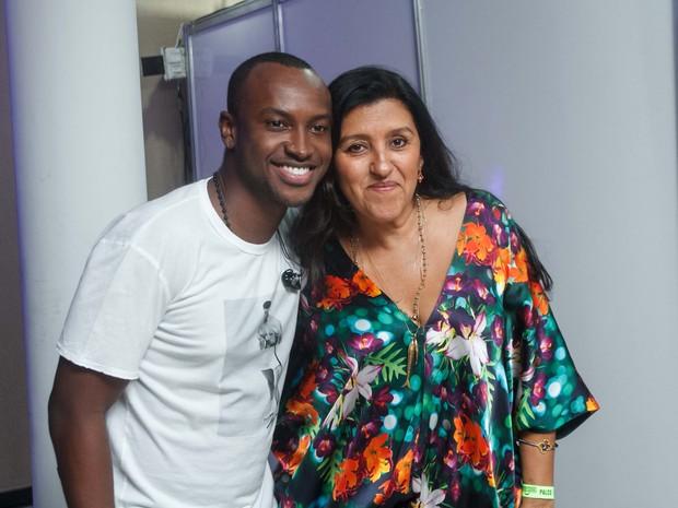 Thiaguinho e Regina Casé em show no Rio (Foto: Marcos Samerson/ Agência We Love Photo!)