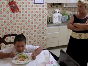 Socorro meu filho come mal menino obeso (Foto: GNT)