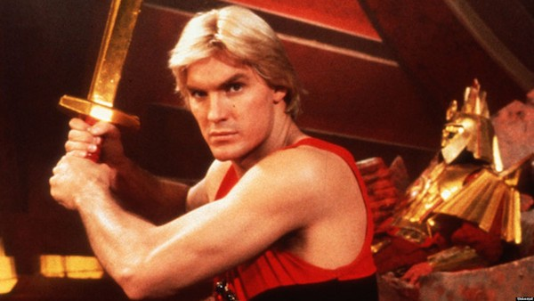 O ator Sam J. Jones no papel do herói Flash Gordon (Foto: Reprodução)