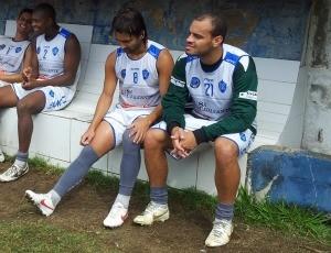 Fusquinha, volante, e Dudu, meia do Vitória-ES (Foto: Bruno Marques/Globoesporte.com)