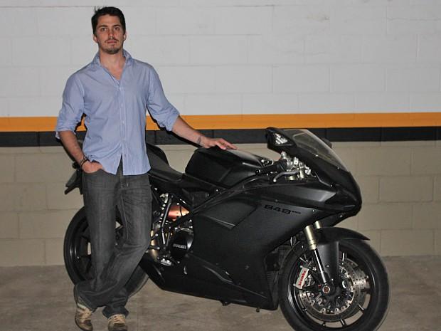 O empresário André Franco e sua Ducati 848 EVO (Foto: Arquivo pessoal)