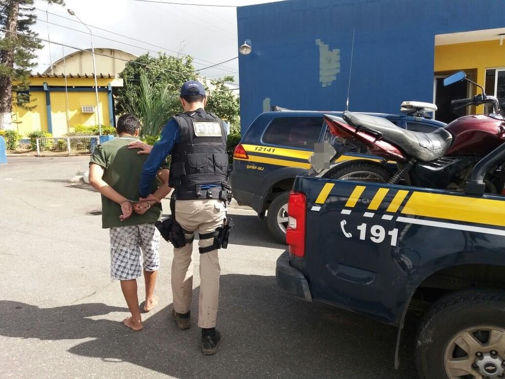 Moto foi recuperada em Garanhuns (Foto: Divulgação/PRF)