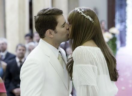 Alice e Vitor se casam