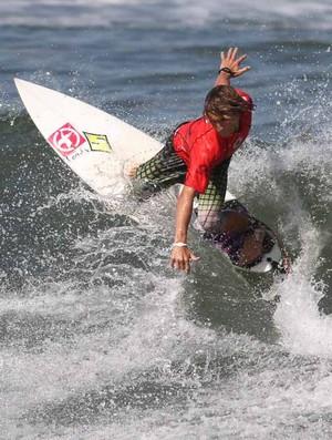 Surfista de Santos Matheus Dutra (Foto: Silvia Winik / FMA)