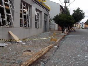 Explosão caixa eletrônico Dores do Indaiá  (Foto: Tales de Freitas/ Arquivo Pessoal )