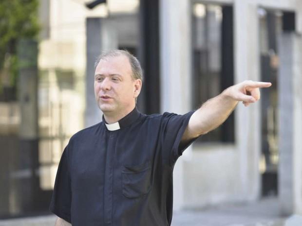 Recém-chegado na paróquia de São Francisco de Assis, padre Celso Porto Nogueira ficou assustado com o crime (Foto: Edson Chagas/ A Gazeta)