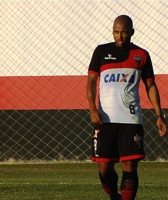 Sérgio Manoel, volante do Atlético-GO (Foto: Reprodução/TV Anhanguera)