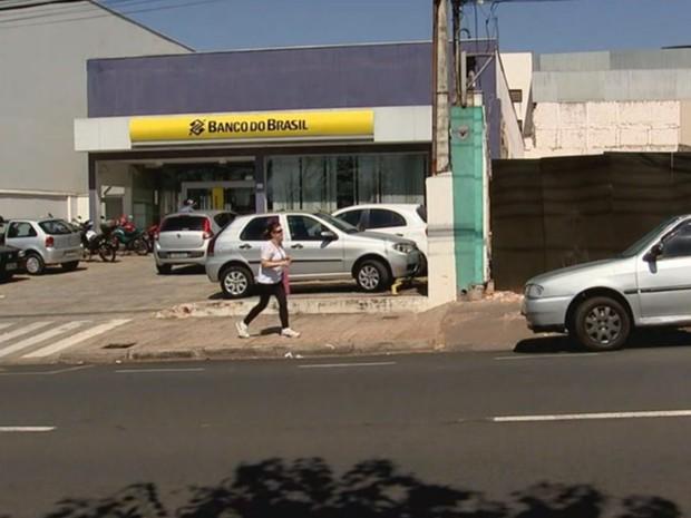 Assalto foi nesta agência bancária na avenida Mirassolândia (Foto: Reprodução / TV TEM)