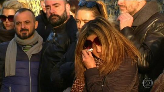 Fãs prestam homenagem e lamentam morte de George Michael