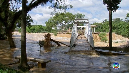 Nível do Rio Tietê aumenta e acesso a complexo turístico é fechado em Salto