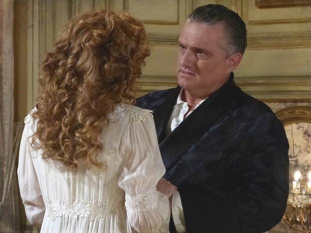 Ardilosa, Constância tenta seduzir o marido, mas ele a rejeita (Foto: Lado a Lado / TV Globo)