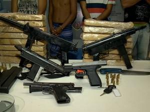 Material foi apreendido com os suspeitos, no ES. (Foto: Reprodução/ TV Gazeta)