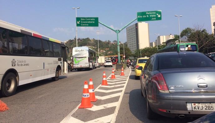 ônibus flamengo entalado (Foto: Ivan Raupp / GloboEsporte.com)